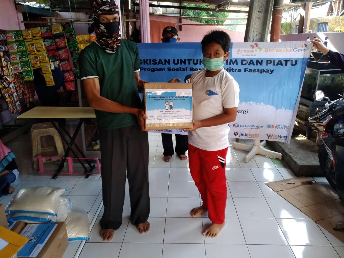 Bimasakticare Salurkan Bingkisan Kepada Anak Yatim dan Piatu Bersama Mitra Fastpay di Kota Depok